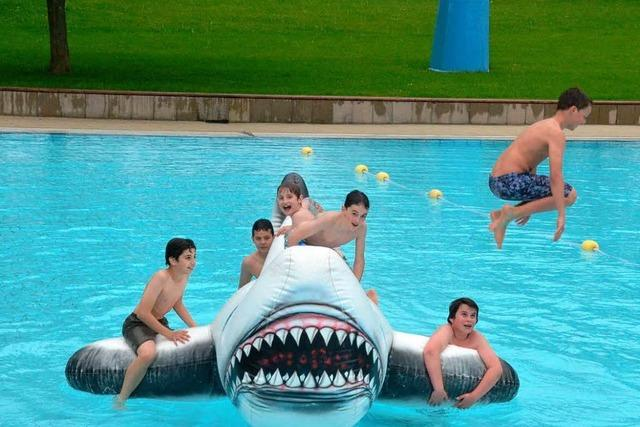 Kühler Start: Aquarado-Bad in Bad Krozingen eröffnet die Sommersaison