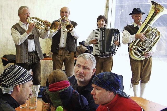 Viele Wanderer machen Station beim Sängerfest