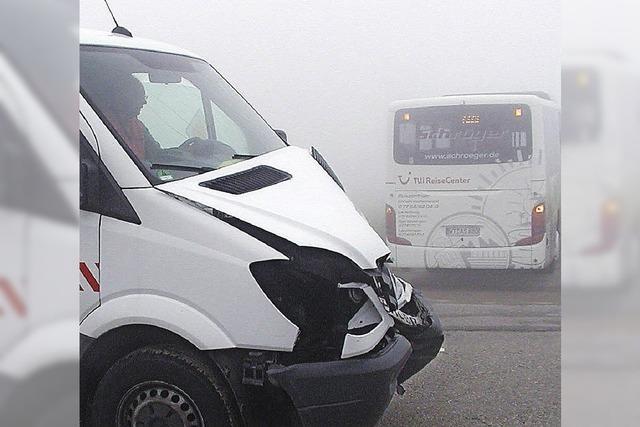 Bei dichtem Nebel ineinander gefahren