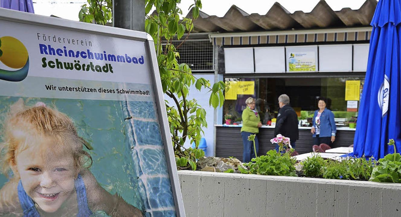 Der Förderverein Rheinschwimmbad hofft auf eine gute Badesaison.  | Foto: Martina Proprenter