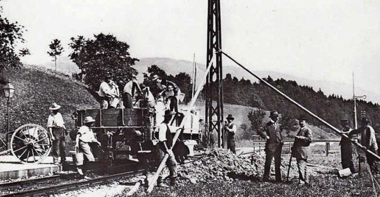 Bevor der Strom fließen und die Elektr...9,7 Kilometer elektrifiziert werden.      Foto: Archiv Ernst Brugger