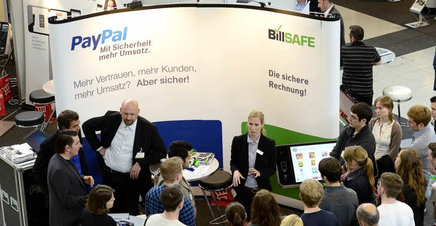 Auch Zahlungsdienstleister wie Paypal ...änden im Messe-Zentralfoyer vertreten.  | Foto: Ingo Schneider
