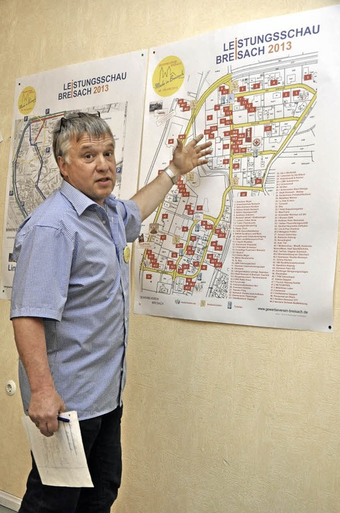Der Vorsitzende des Breisacher Gewerbe...chau welche Betriebe zu finden sind.    | Foto: kai kricheldorff