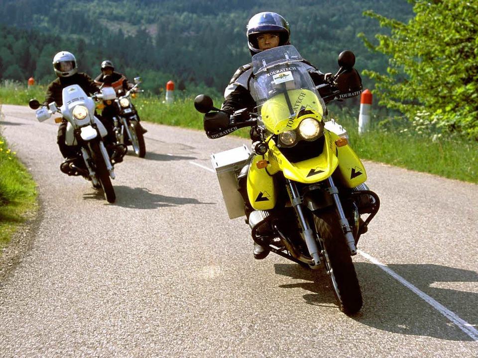 Motorradfahrer genießen einen Trip ins...r fühlen sich dadurch öfters gestört.   | Foto: dpa