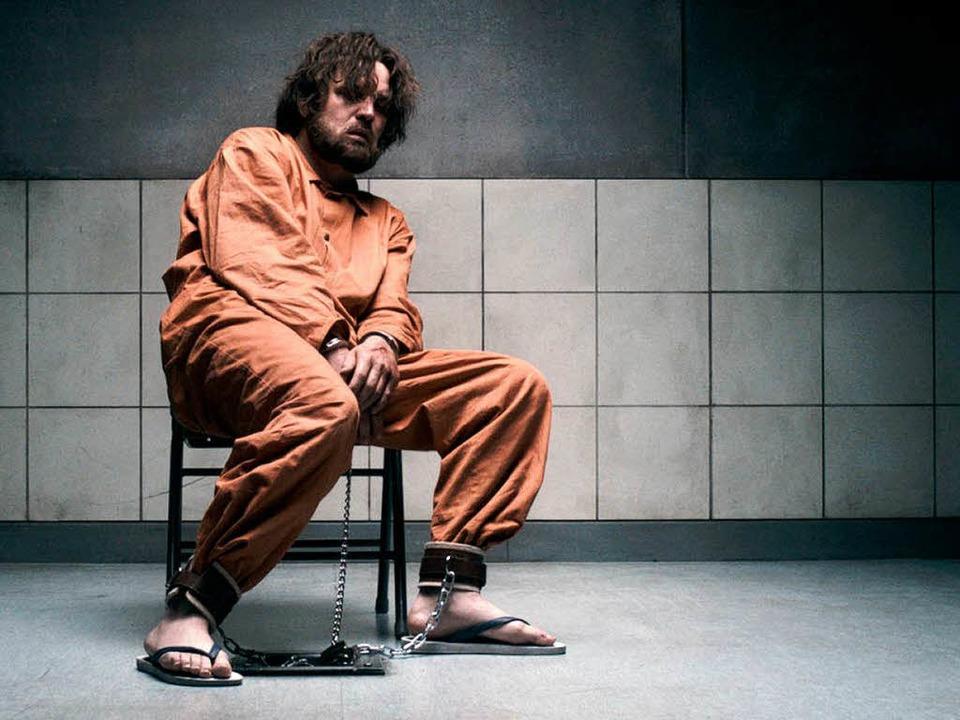 Der Deutschtürke Murat Kurnaz (Sascha ... im US-Internierungslager Guantanamo.   | Foto: dpa