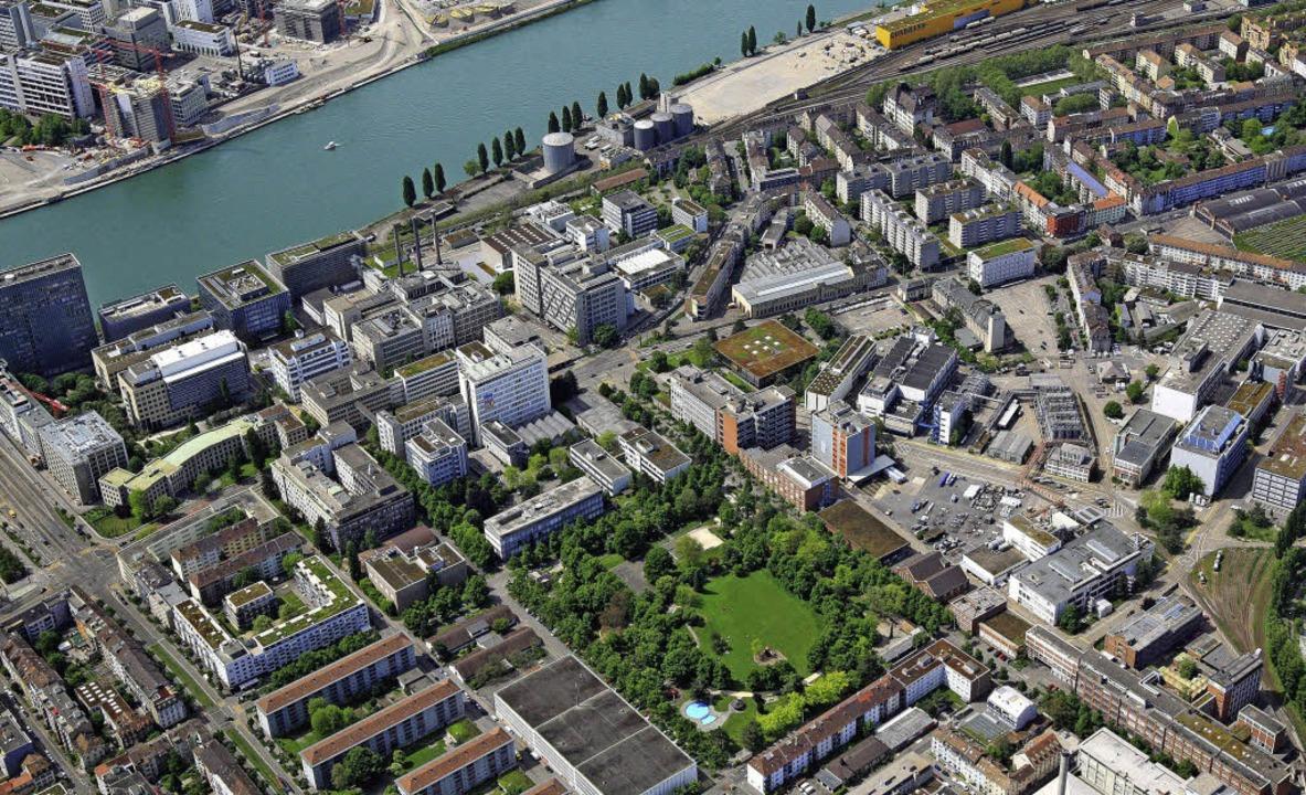 Der Basler Norden mit dem  BASF-Areal ...rüheren Klybeck-Quai am Rhein (oben).   | Foto: Erich Meyer