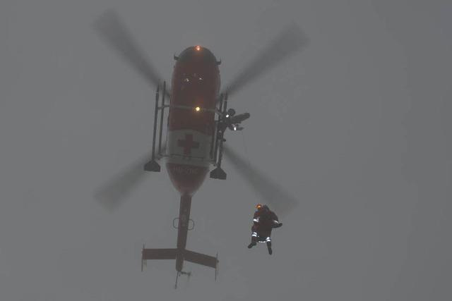 Mann nach Sturz in Senke per Helikopter gerettet