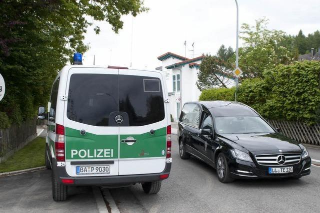 Schießerei bei Polizeikontrolle – Beamter angeschossen, Täter tot
