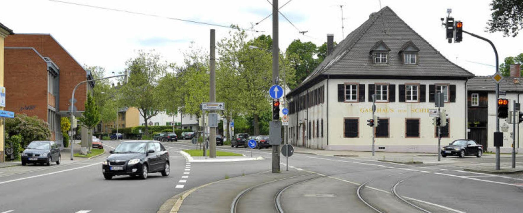 Neue Perspektive an der Schwarzwaldstr...urückversetzt ein Geschäftsgebäude.     | Foto: Michael Bamberger