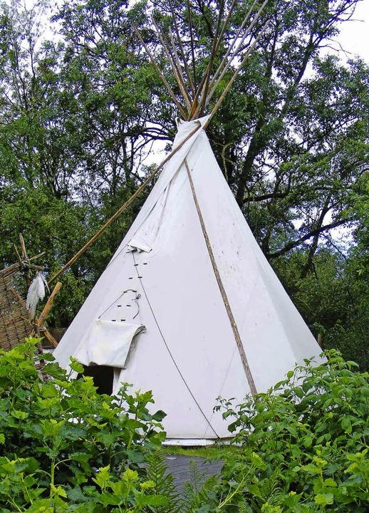 Auf einer Halbinsel im Grünen steht das Tipi, in dem  Gäste übernachten können.    Foto: Pascal Cames
