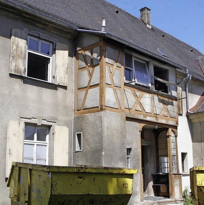 Nach der Sanierung wird's ein Schmuckstück: das alte Pfarrhaus  | Foto: Heidi Foessel