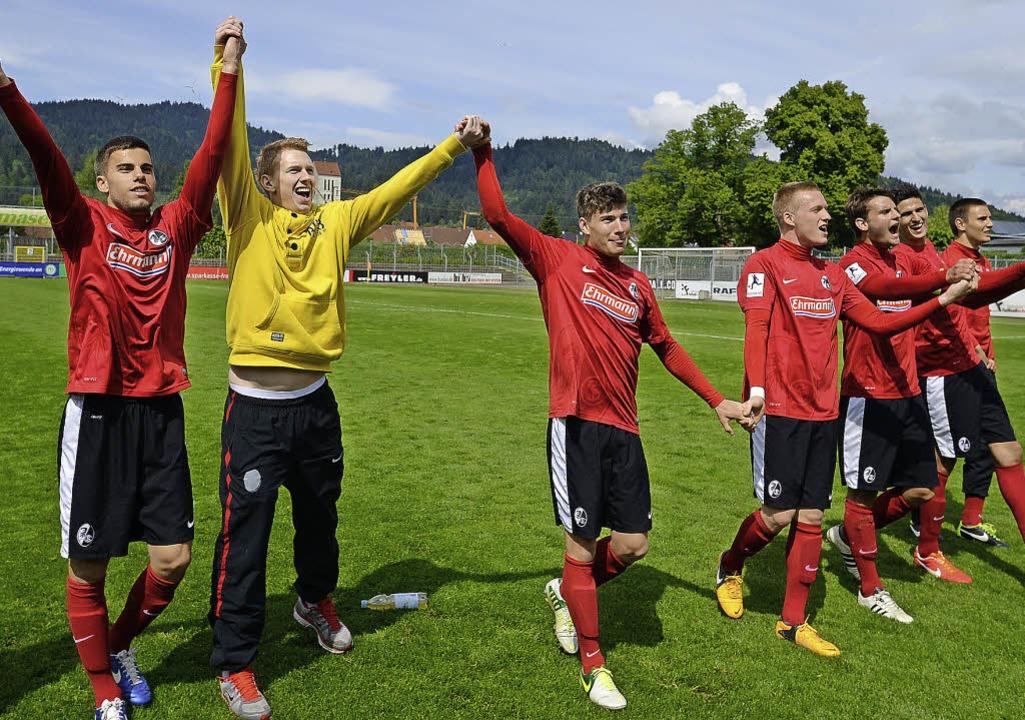 Bis zur nächsten Runde: Die Regionalli...g verabschieden sich  von ihren Fans.   | Foto: Seeger