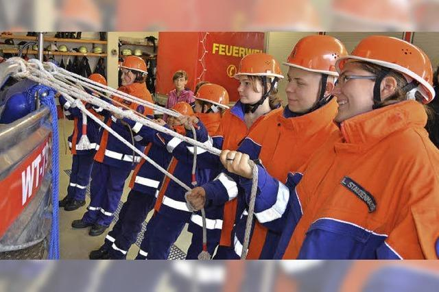Wo Frauen die Feuerwehrhosen anhaben