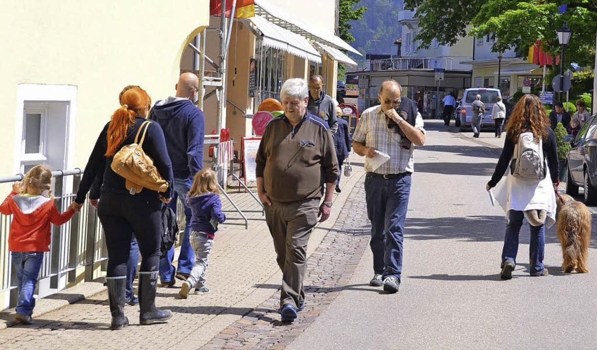 Kaum scheint die Sonne, ist auf der   ...rmeile in Badenweiler wieder was los.   | Foto: Sigrid umiger
