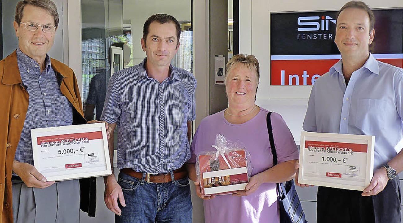 SINA Fenster + Türen GmbH überreicht Preise im Wert von mehr als 6000 Euro  | Foto: Privat