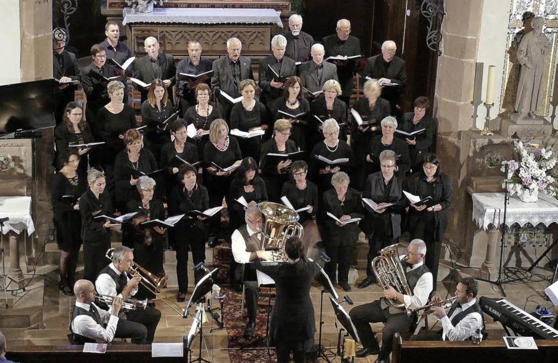 Die Kirchenchöre aus Wasenweiler und W...n ein Konzert in der Watwiller Kirche.  | Foto: christine Weirich