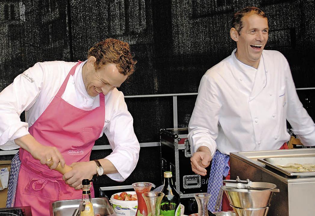 Hatten viel Spaß beim Kochen:  Ralph M...s) und  Thomas Bähr vom Renchtalblick   | Foto: rob