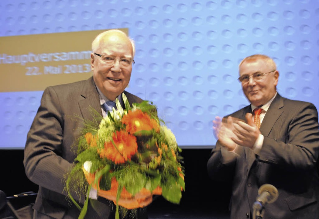 PWO-Chef Karl M. Schmidhuber (recht) verabschiedete Klaus-Georg Hengstberger.   | Foto: robert ullmann
