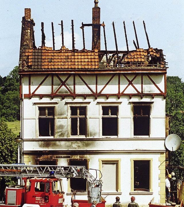 Das ausgebrannte Haus in Solingen, die Täter zeigen heute noch keine Reue.    Foto: dpa