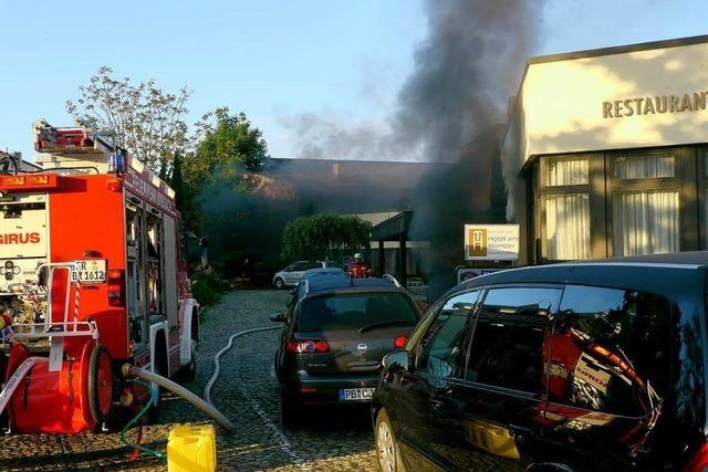 Hotel am Münster: Zwei Leichtverletzte bei Brand – Motorräder zerstört
