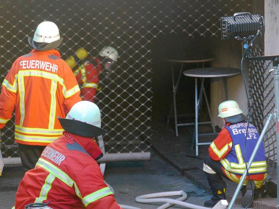 Die Feuerwehr Breisach während des Einsatzes in der Tiefgarage des Hotels.  | Foto: Kamera24tv. Martin Ganz