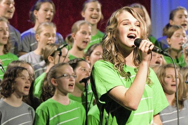 """Adonia-Teens-Chor mit """"Esther"""" in Ihringen: Der Weg zur Königin"""