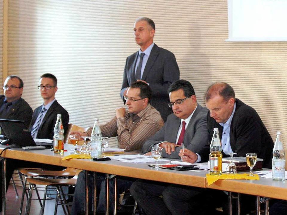 Mit auf dem Podium: (von rechts) Bürge...cher und Ortsvorsteher Jochen Strosack  | Foto: Heidi Foessel
