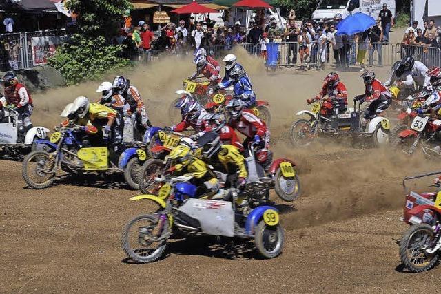 ADAC-Motocross: Spektakuläre Sprünge und Abfahrten