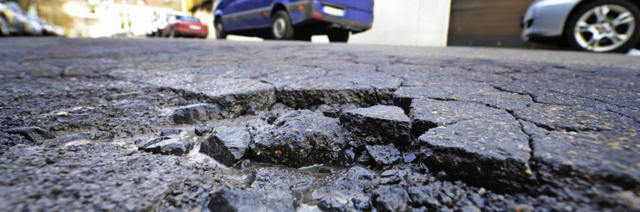 Wie überall in der Region gibt es auch...tenheim sanierungsbedürftige Straßen.   | Foto: dpa