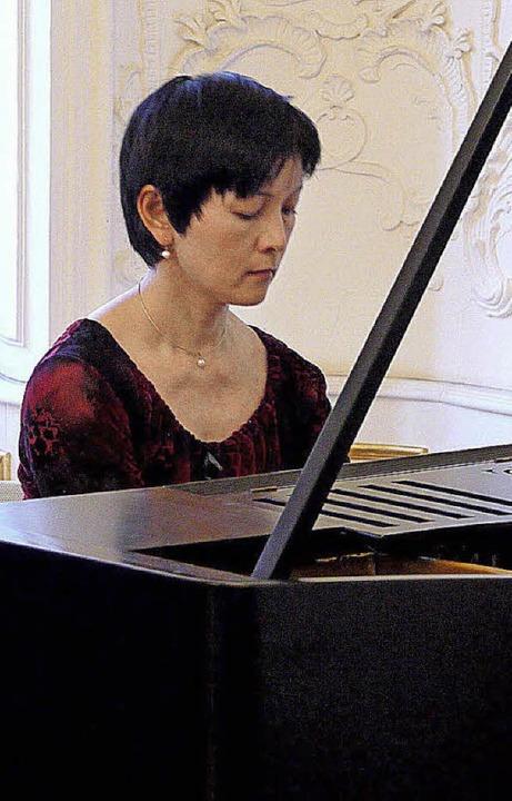 Die Japanerin Masako Kamikawa spielte ...o in Es-Dur mit Brillanz und Ausdruck.  | Foto: Eberhard Weiß