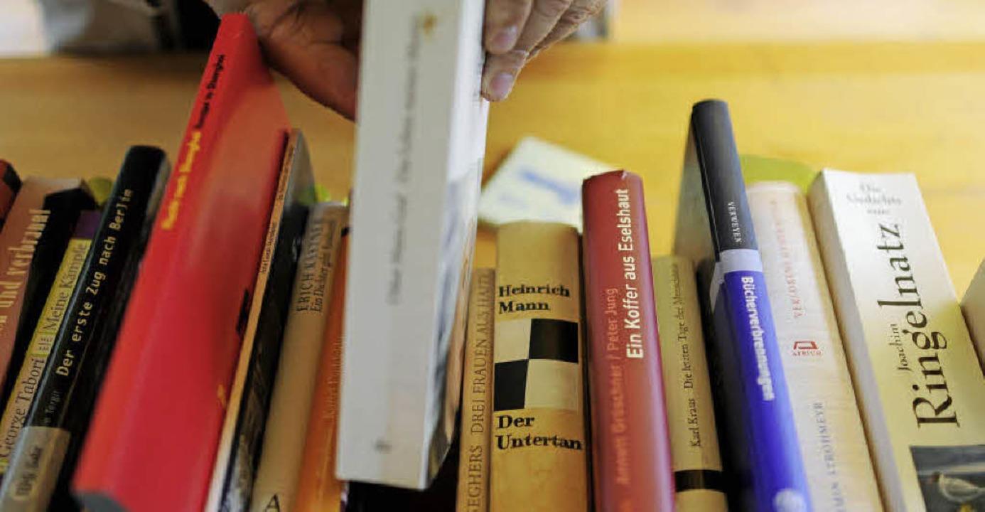 Seit ihrer Gründung 1929 hat die katho...Bücher in den Regalen gefunden hatte.     Foto: dpa