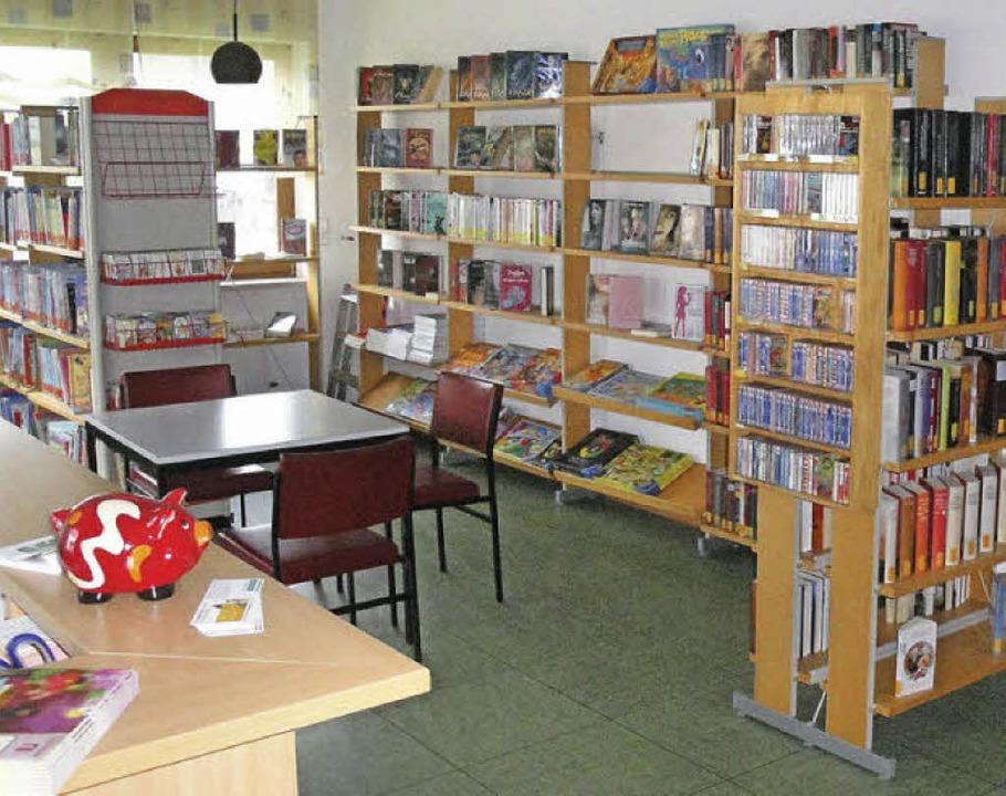 Zuletzt hatte die Bücherei im Pfarrzen...n sowie 50 Spiele in ihrem Sortiment.     Foto: Hansjörg Bader