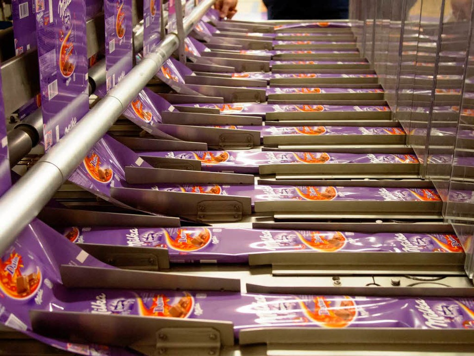 Schokoladeproduktion in Lörrach: Drei ...nen Tafeln werden täglich produziert.   | Foto: Henry Balaszeskul
