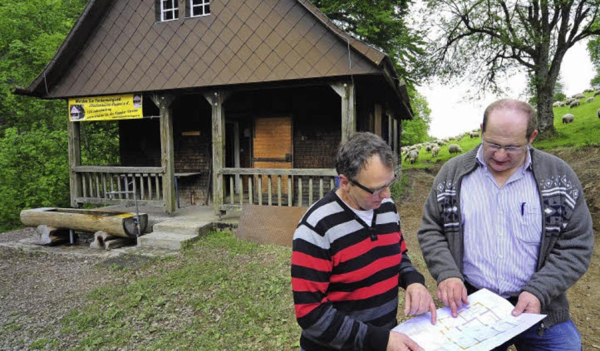 Neue Pläne für die Stollenhütte:   Pet...li.) und Manfred Barhofer vom Verein.   | Foto: Thomas Kunz