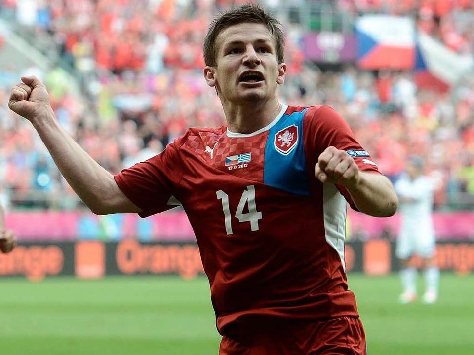 Ein jubelnder Vaclav Pilar nach seinem...el gegen Griechenland bei der EM 2012.  | Foto: afp