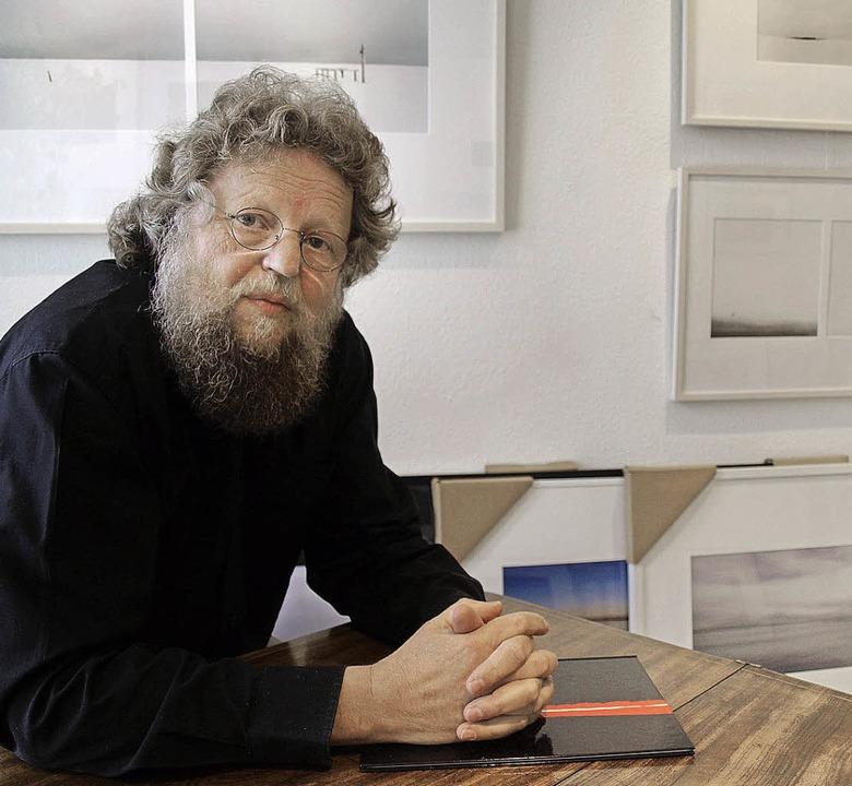 Künstler Karlheinz Arian Kolster in seinem Atelier.   | Foto: Marion Pfordt