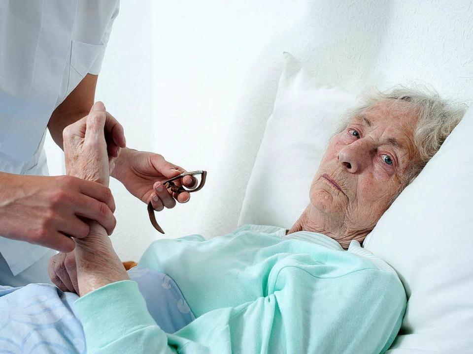 Pflege zu Hause – die Kosten steigen, die Vergütungen nicht.   | Foto: chw/Fotolia