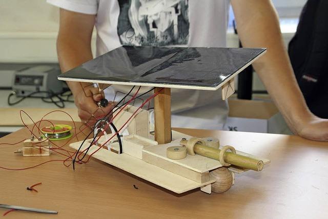 Fast 100 Schüler tüfteln an ihren Solarflitzern