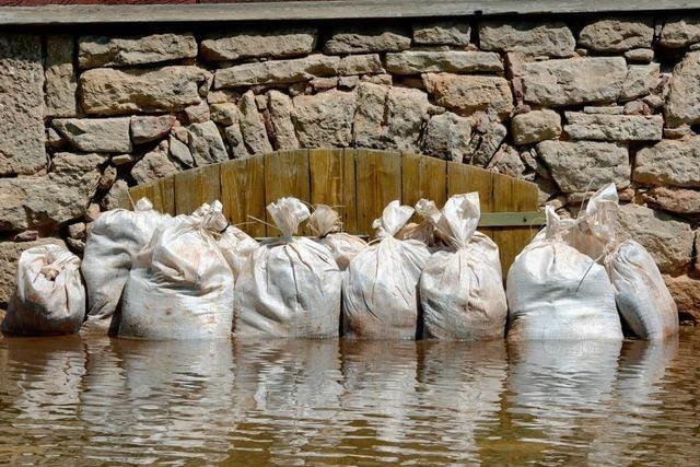 Höchste Flut seit 500 Jahren - Merkel verspricht Millionen-Hilfe