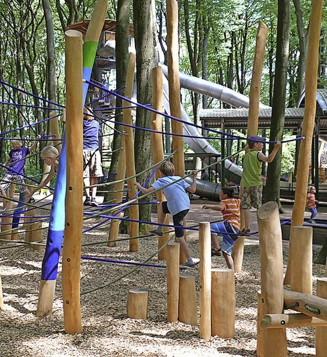 Im Erlebnispark hinter der Schule soll...inder zum munteren Klettern animieren.  | Foto: Kukuk GmbH, Stuttgart