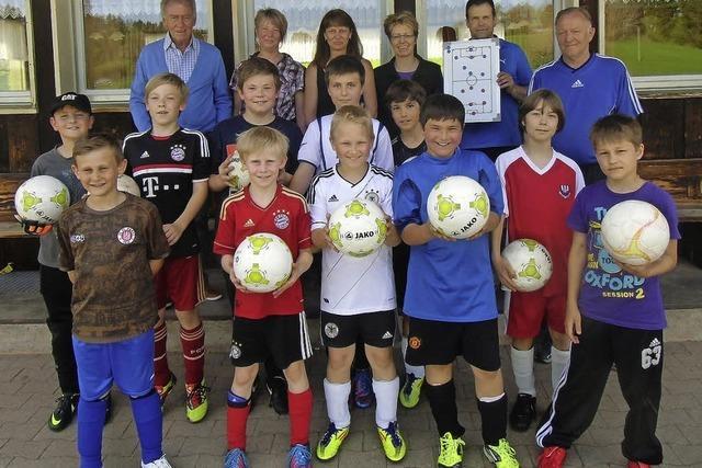 Neue Bälle für junge Kicker