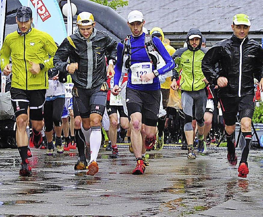 Keiner konnte sie aufhalten, die &#822...eim 58-Kilometer-Lauf bei Dauerregen.     Foto: Horst Dauenhauer