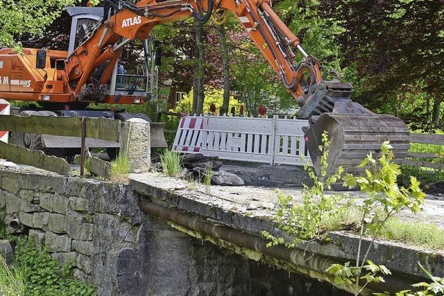 Brücke wird abgebrochen