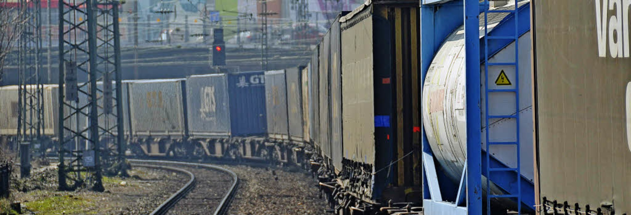 Ein Bild, das den Offenburgern nebst d...alten bleibt: Güterzug im Bahngraben.     Foto: Helmut Seller