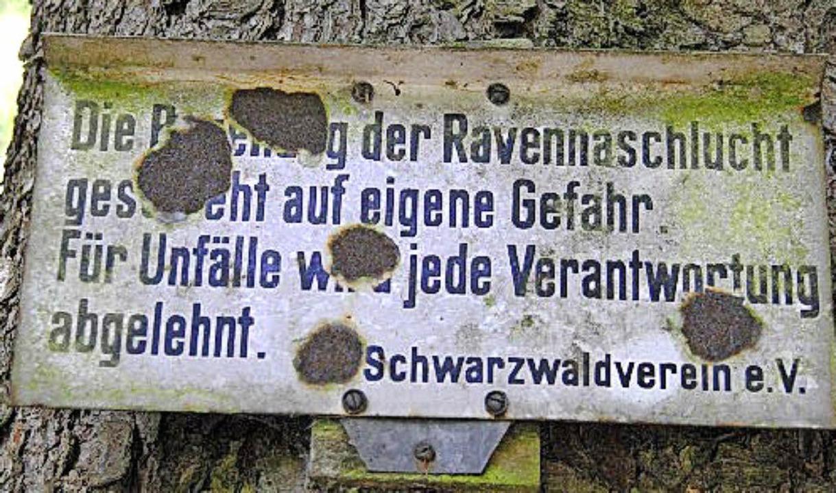 Vor den Gefahren in der Ravennaschluch...t zwar –  aber es wird gewarnt.   | Foto: UMS