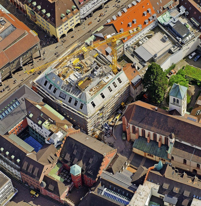 Blick von oben auf den Neubau der Kais...er sollen die ersten Mieter einziehen.    Foto: Peter Rokosch
