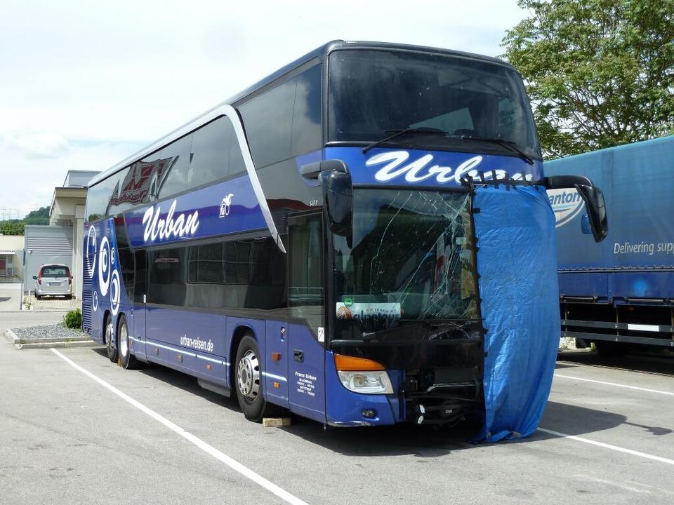 Der Bus nach dem Unfall.    Foto: Utke