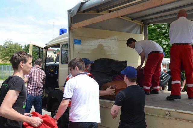 Südbaden: Helfer von THW und DLRG kämpfen gegen das Hochwasser