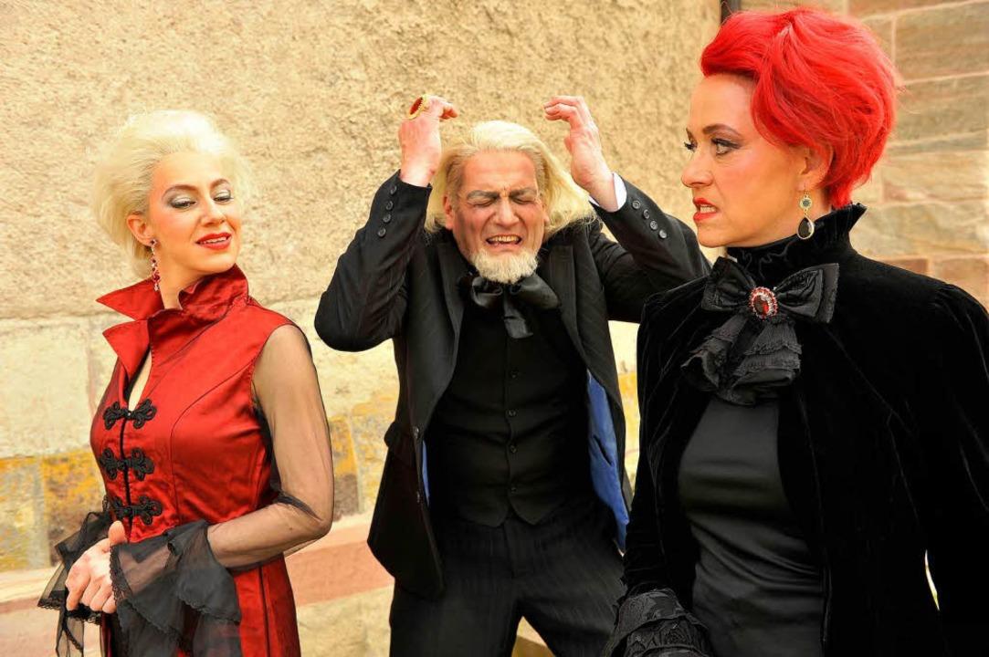 Die Töchter Goneril (Alexandra Laurena... (Frank Ganz) gezielt in den Wahnsinn.  | Foto: Matthias Kolodziej