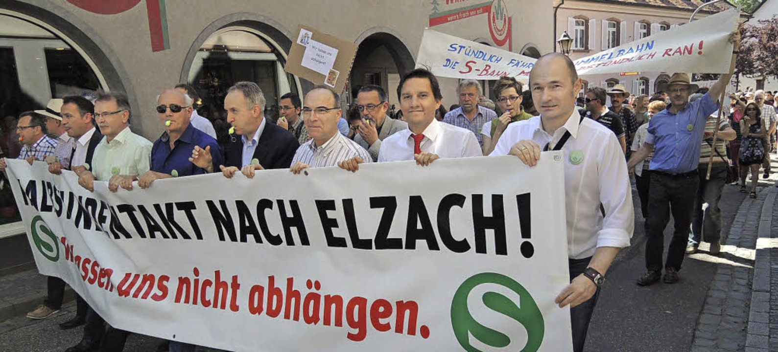 Solidarität mit der Forderung nach Ein...h viele Kommunal- und Landespolitiker.  | Foto: Kurt Meier